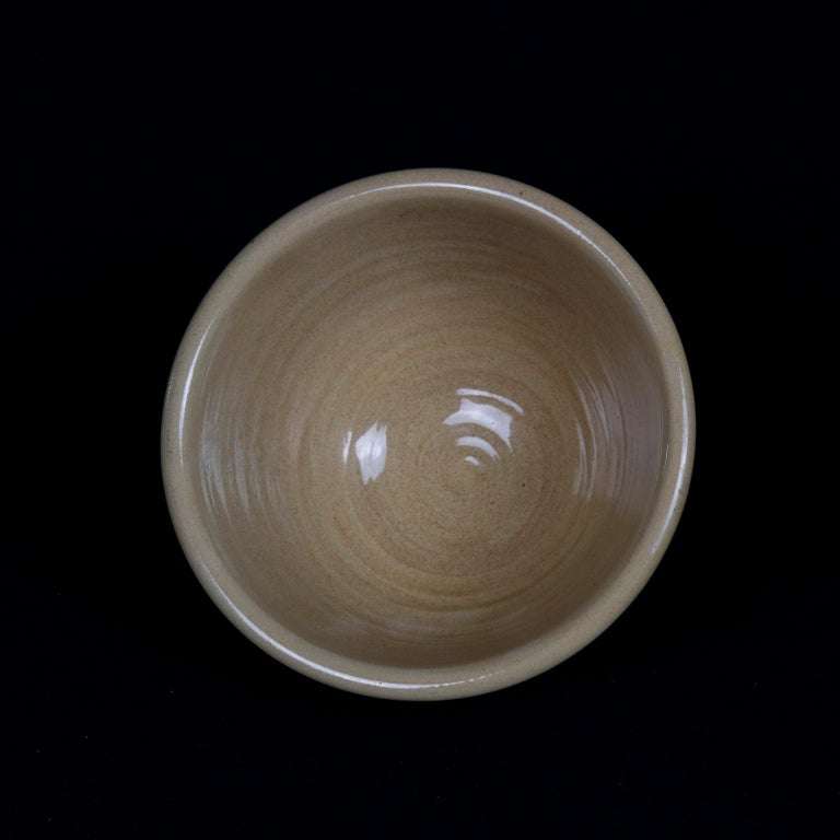Glazed Nested Set of 3 Seaweed Mocha Decorated Pottery Mixing Bowls, 20th Century For Sale