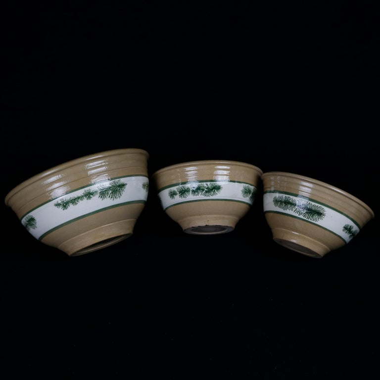 Nested Set of 3 Seaweed Mocha Decorated Pottery Mixing Bowls, 20th Century In Good Condition For Sale In Big Flats, NY