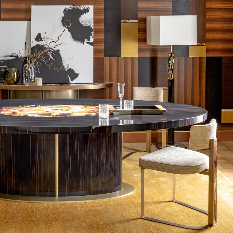 Nettuno Dining Table in Glossy Ebony, Corno Italiano and Satin Brass, Mod. 4875 In New Condition For Sale In Recanati, Macerata