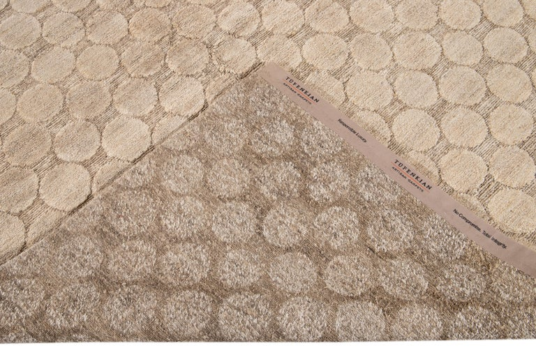 Neutral Modern Textured Handmade Tibetan Wool Rug For Sale 3