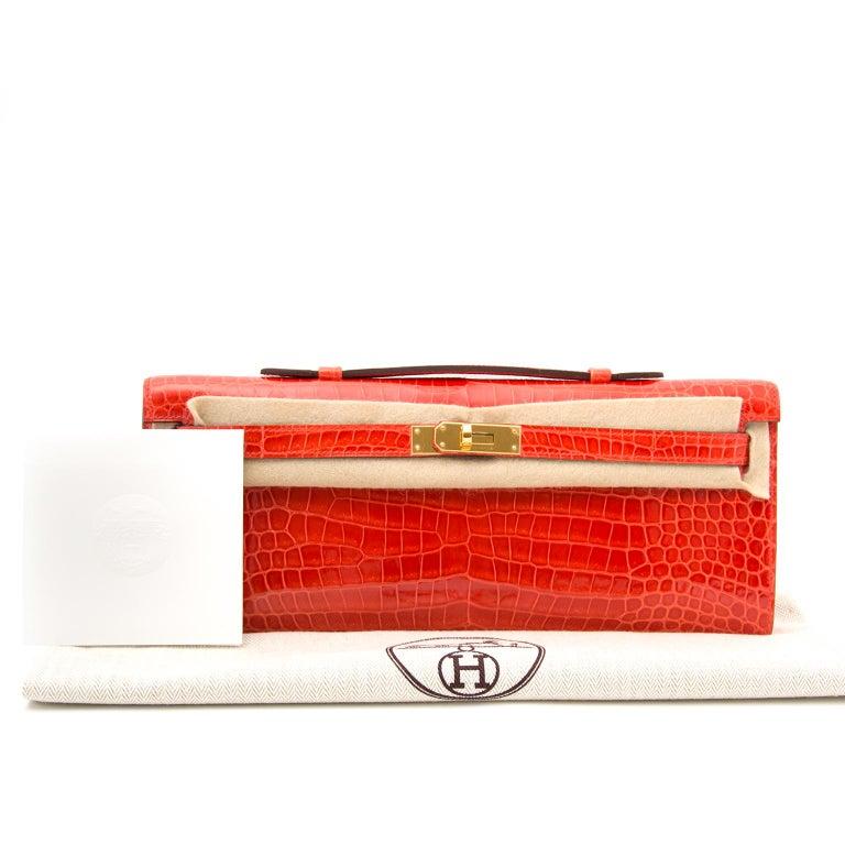 Red *Never Used* Hermès Kelly Cut pochette crocodile porosus lisse orange  For Sale