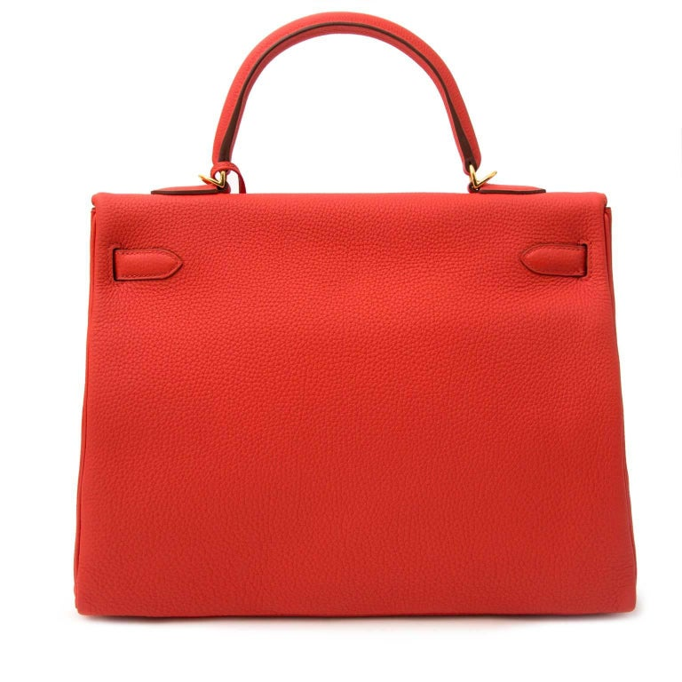 Brand new!  Hermès Kelly 35 Togo Capucine GHW + Strap  This timeless Hermès Kelly 35cm is made out of togo leather which is a very smooth and grainy leather type. The gold toned hardware accentuates the bag and gives it a chic look.  Hermès'