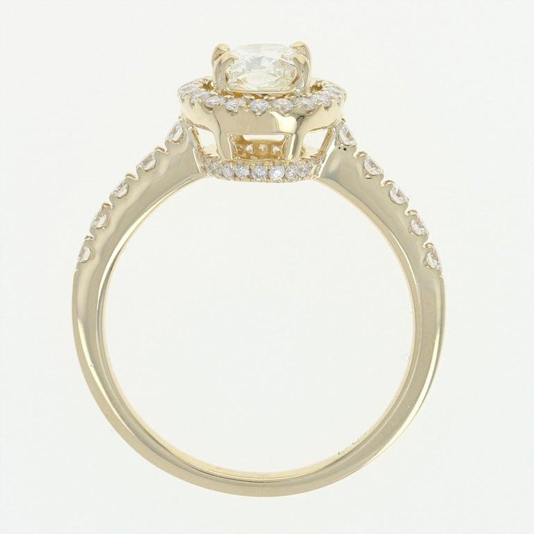 1.47 Carat Oval Cut Diamond Engagement Ring, 14 Karat Yellow Gold GIA Halo For Sale 1