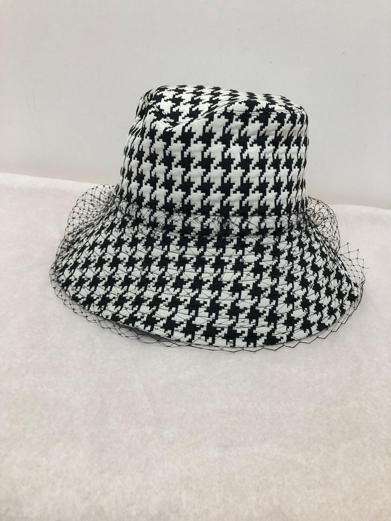 NEW 2020 Christian Dior Montaigne Bucket Hat with Veil w/Full Kit In New Condition For Sale In Port Hope, ON