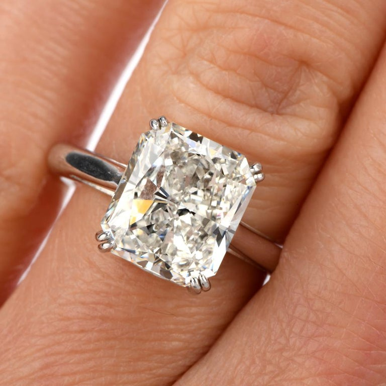 5.03 Carat G-VVS1 Radiant Cut GIA Certified Diamond Platinum Engagement Ring In New Condition For Sale In Miami, FL