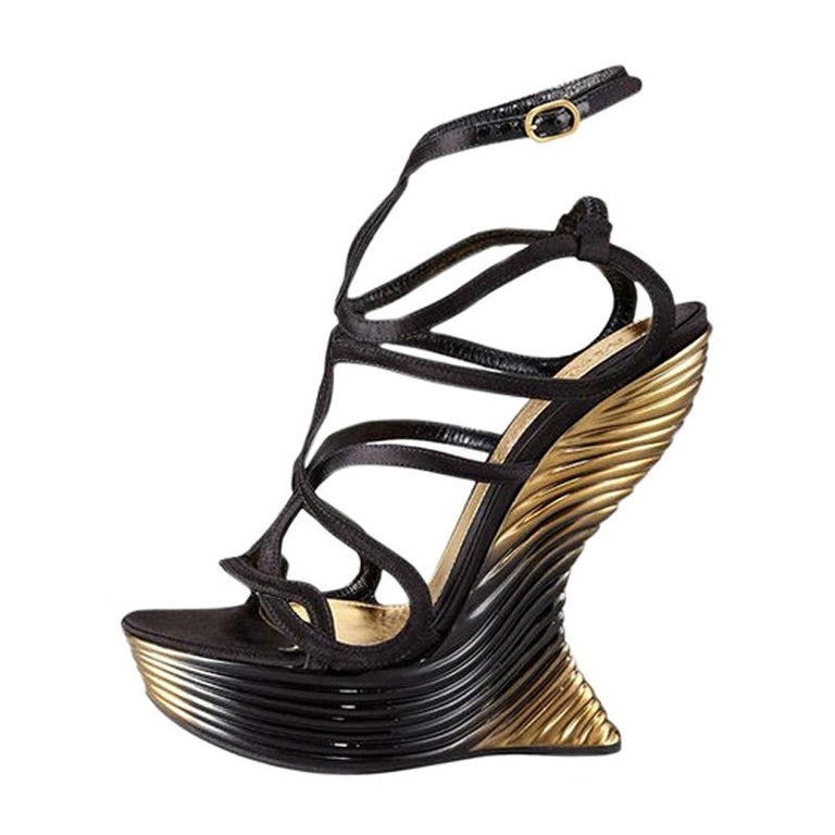 New Alexander McQueen Oyster Shell Wedge Sandals Size 38 - 8 For Sale