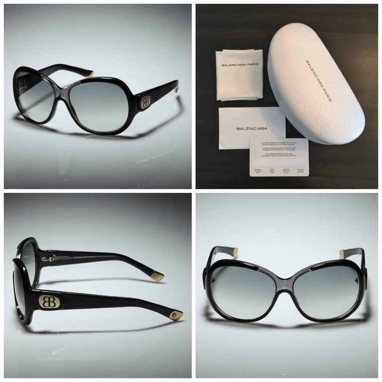 New Balenciaga Black Reflective Sunglasses With Case In New Condition For Sale In Leesburg, VA
