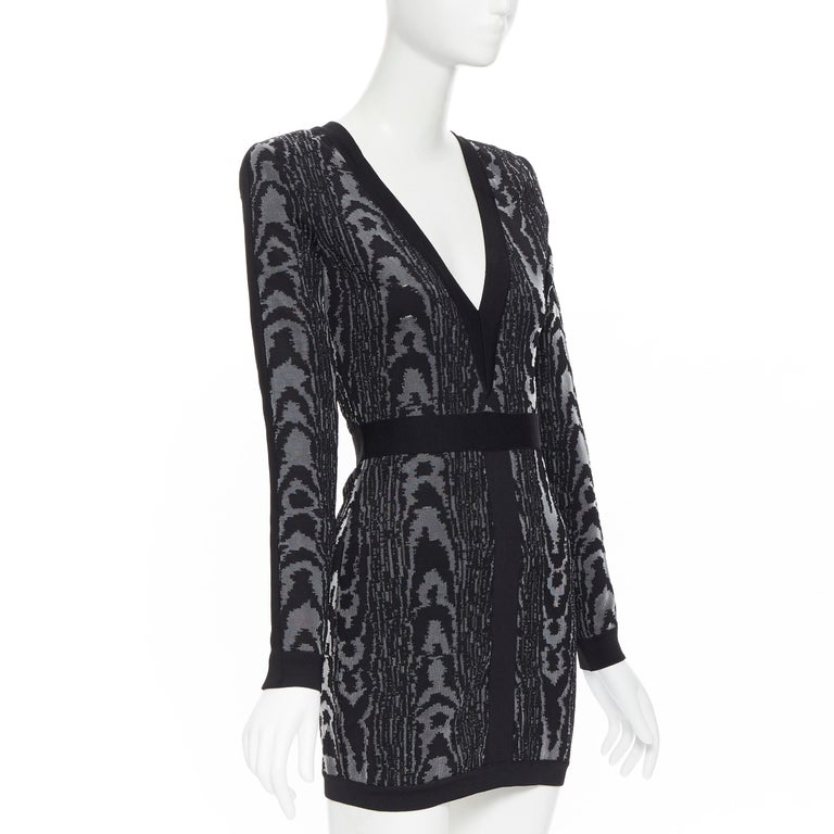 new BALMAIN black abstract jacquard V-neck shoulder padded bodycon dress FR36 XS In New Condition For Sale In Hong Kong, NT