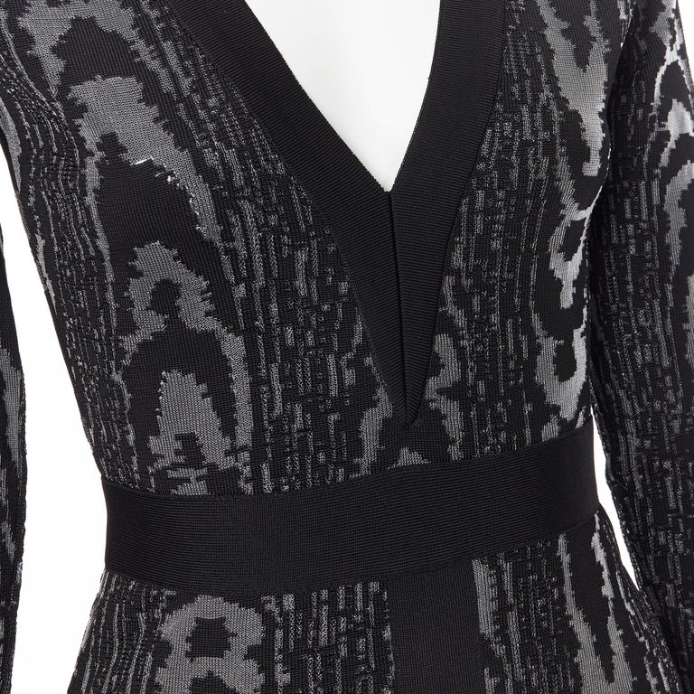 new BALMAIN black abstract jacquard V-neck shoulder padded bodycon dress FR36 XS For Sale 3
