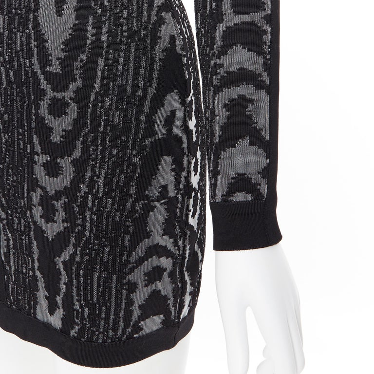 new BALMAIN black abstract jacquard V-neck shoulder padded bodycon dress FR36 XS For Sale 4