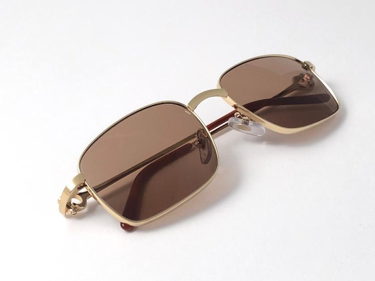 New Cartier 56 20mm Brushed Gold Plated Brown Lenses Sunglasses Made in France For Sale 5