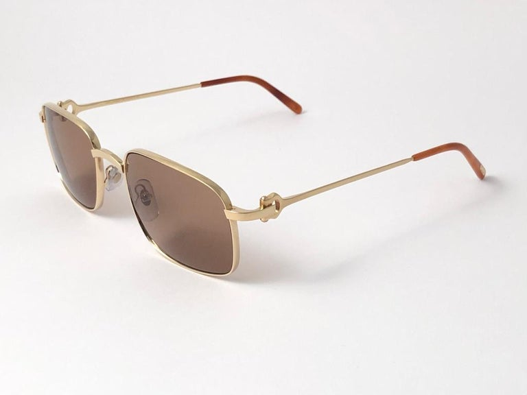 New Cartier 56 20mm Brushed Gold Plated Brown Lenses Sunglasses Made in France In New Condition For Sale In Amsterdam, Noord Holland