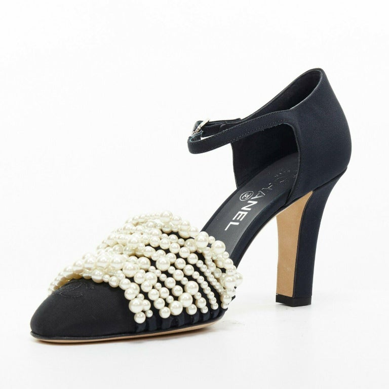 new CHANEL 17A navy multi pearl embellished CC satin toe ankle strap heels EU39 In Good Condition For Sale In Hong Kong, NT