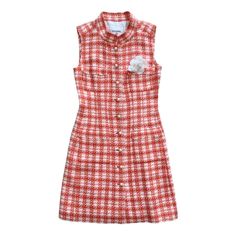 NEW Chanel Coral & Ivory Fantasy Tweed Dress with Camellia Brooch For Sale 3