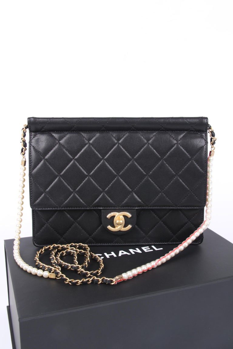 This one is from the latest collection, unfortunately it doesn't have a very sparkling or exciting name, at Chanel's they just call it 'Flap Bag'.  But it definitely is special; it has a handy size, matte gold-tone hardware and as much as two rows