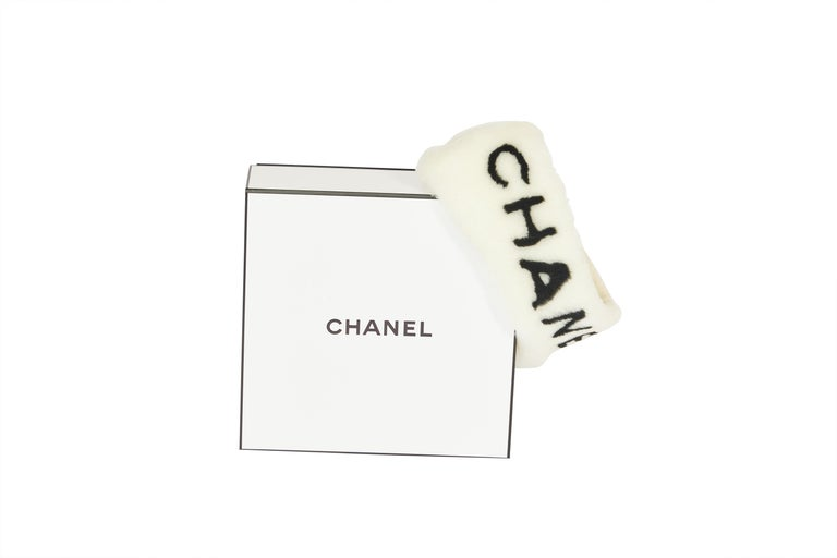 This headband from Chanel is really sought after. It keeps you warm and stays tight on your head Its brand-new and never worn and comes in the original Chanel box. On the front it's written Chanel on it.