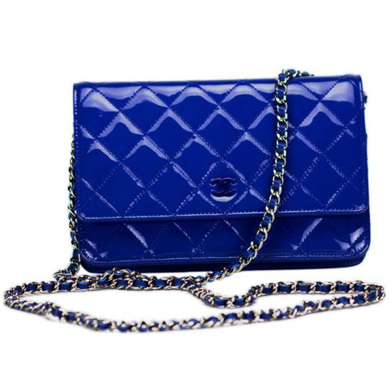 New Chanel Wallet on Chain Royal Woc Blue Patent Leather Cross Body Bag In Excellent Condition For Sale In Miami, FL