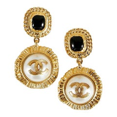 New Collection Chanel Pendant Earring In Vintage Style. Chain and CC. Gold toned
