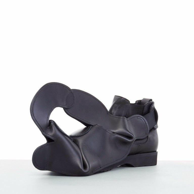 new COMME DES GARCONS SS14 rare black structured padded leather shoe cover In Good Condition In Hong Kong, NT