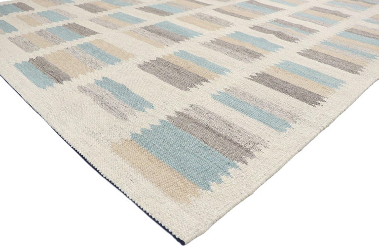 30637, new contemporary Indo-Swedish Kilim Rug with Scandinavian Modern style. With its geometric design and bohemian hygge vibes, this hand-woven wool Swedish Indian Kilim rug beautifully embodies the simplicity of Scandinavian modern style. It