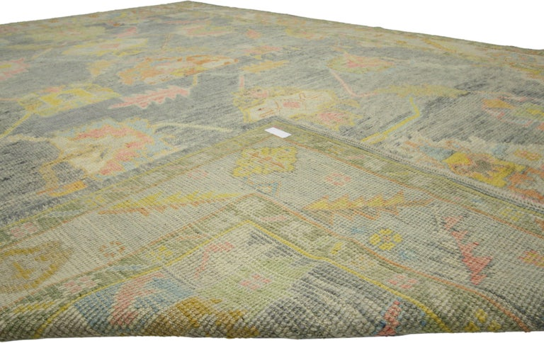 New Contemporary Turkish Oushak Rug in Pastel Colors In New Condition For Sale In Dallas, TX