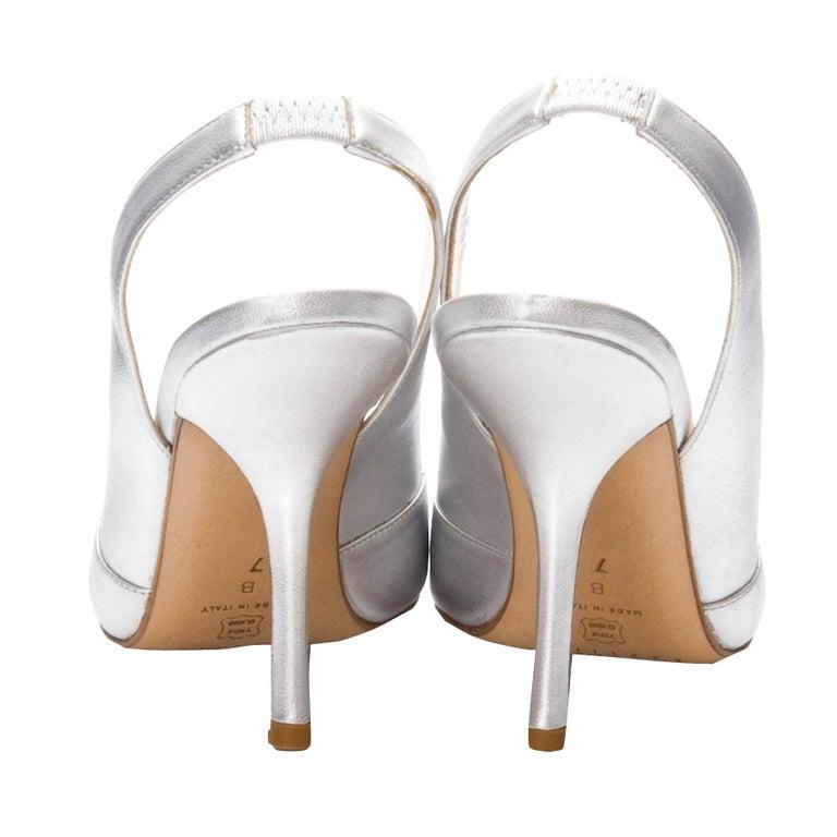New Edmundo Castillo Metallic Silver Soft Napa Leather Sling Heels Sz 8.5 In New Condition For Sale In Leesburg, VA