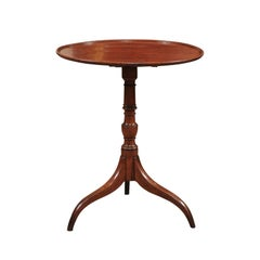 New England Federal Candle Stand Table in Walnut, Early 19th Century