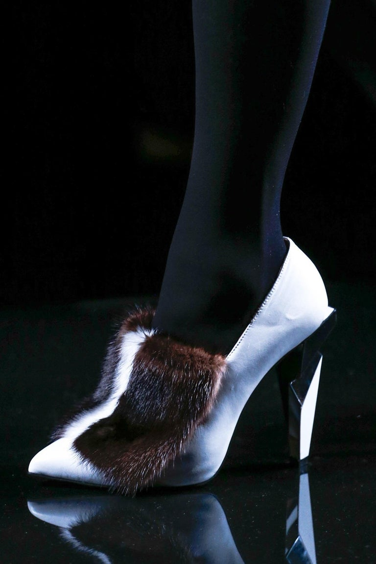 New Fendi Karl Lagerfeld Rare Runway Art Deco Leather Fox Fur Booties Pump Sz 40 For Sale 10