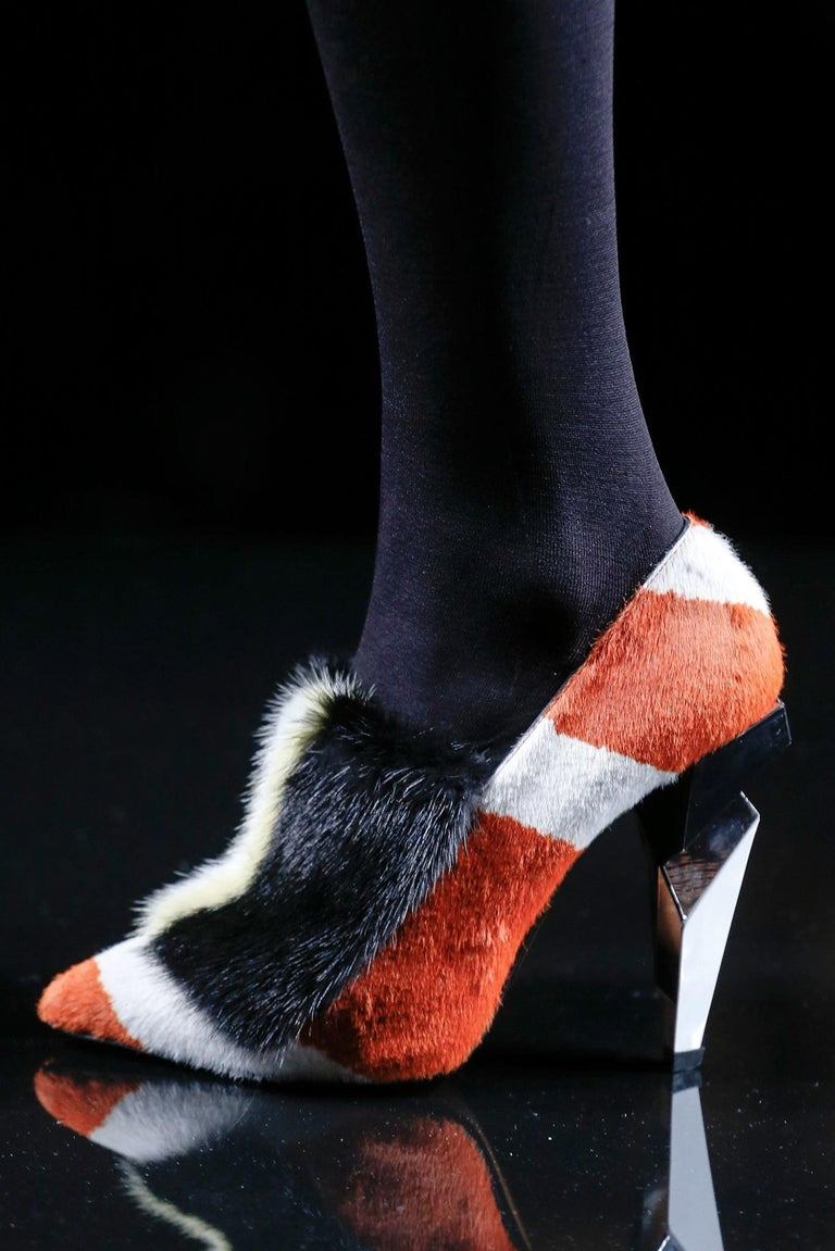 New Fendi Karl Lagerfeld Rare Runway Art Deco Leather Fox Fur Booties Pump Sz 40 For Sale 12