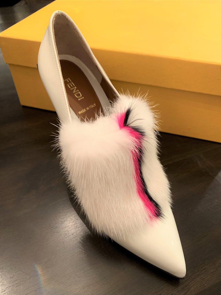 New Fendi Karl Lagerfeld Rare Runway Art Deco Leather Fox Fur Booties Pump Sz 40 For Sale 13