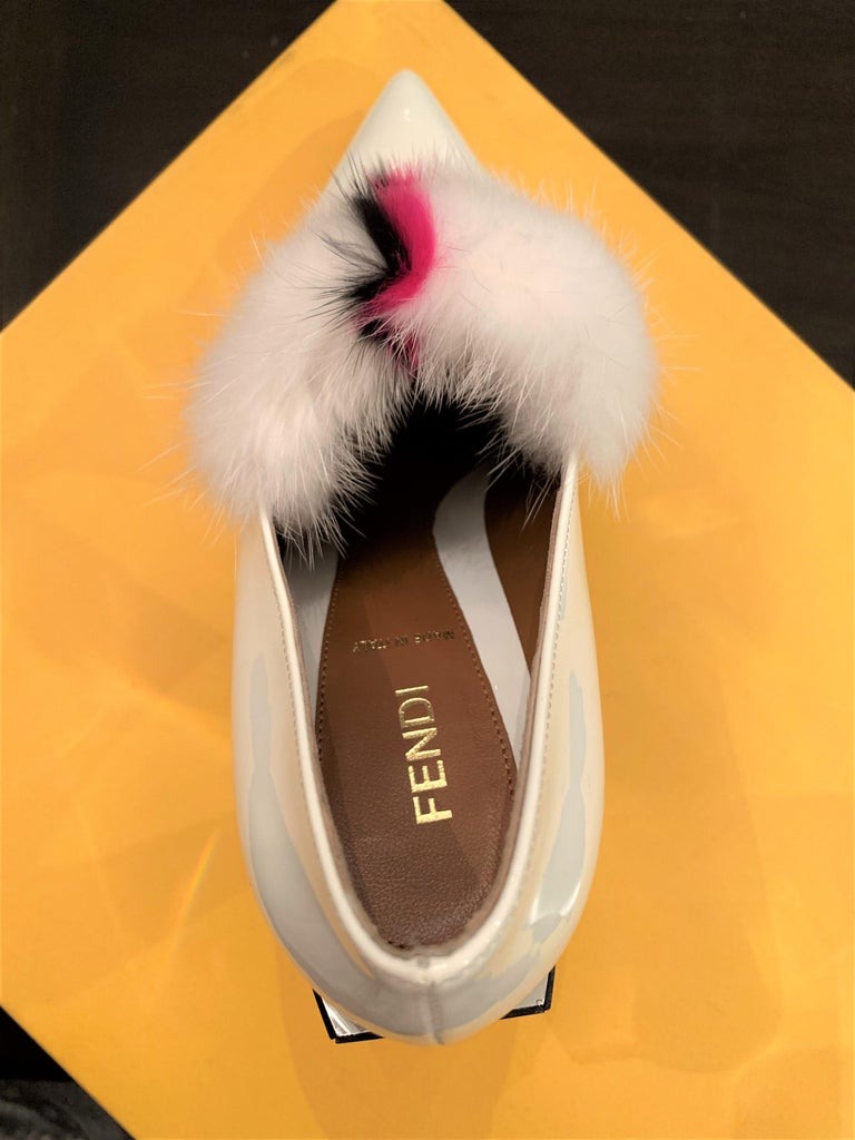 New Fendi Karl Lagerfeld Rare Runway Art Deco Leather Fox Fur Booties Pump Sz 40 For Sale 14