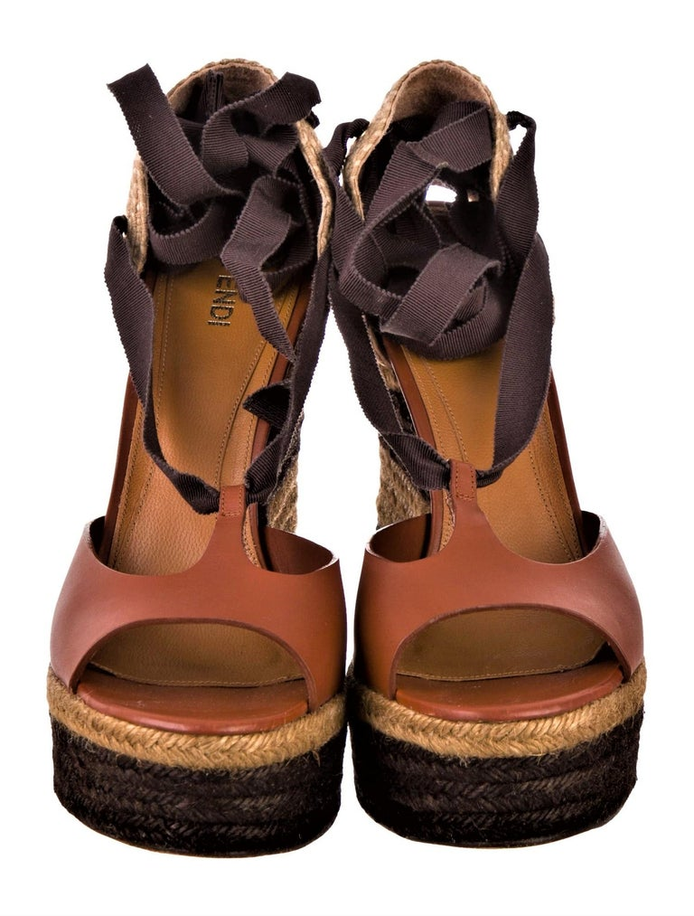 New Fendi Karl Lagerfeld Runway Ad Leather Platform Wedge Heels Sandals Sz 40.5 In New Condition For Sale In Leesburg, VA
