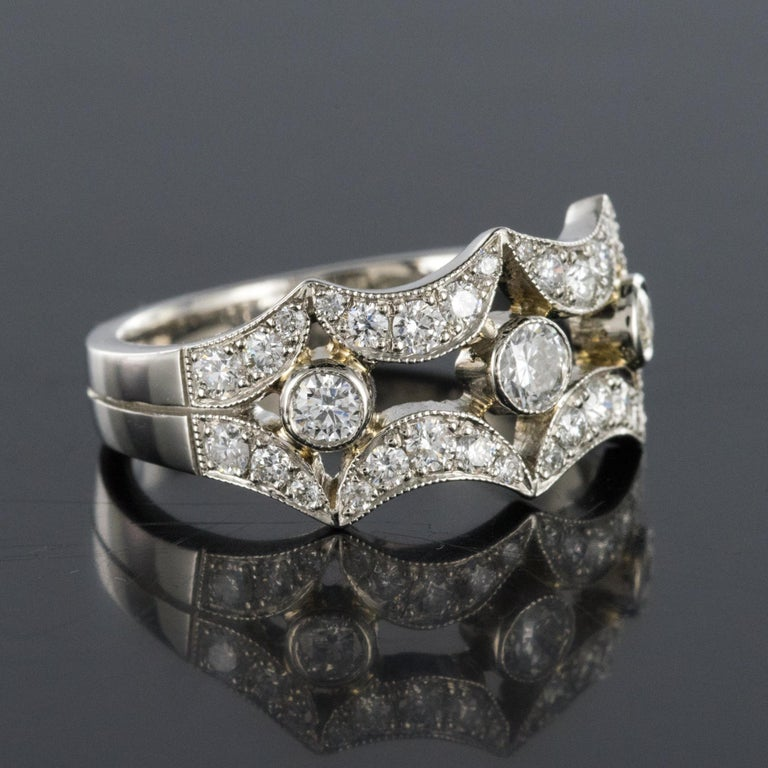 New French 0.90 Carat Diamond Rimmed Platinum Ring For Sale 6