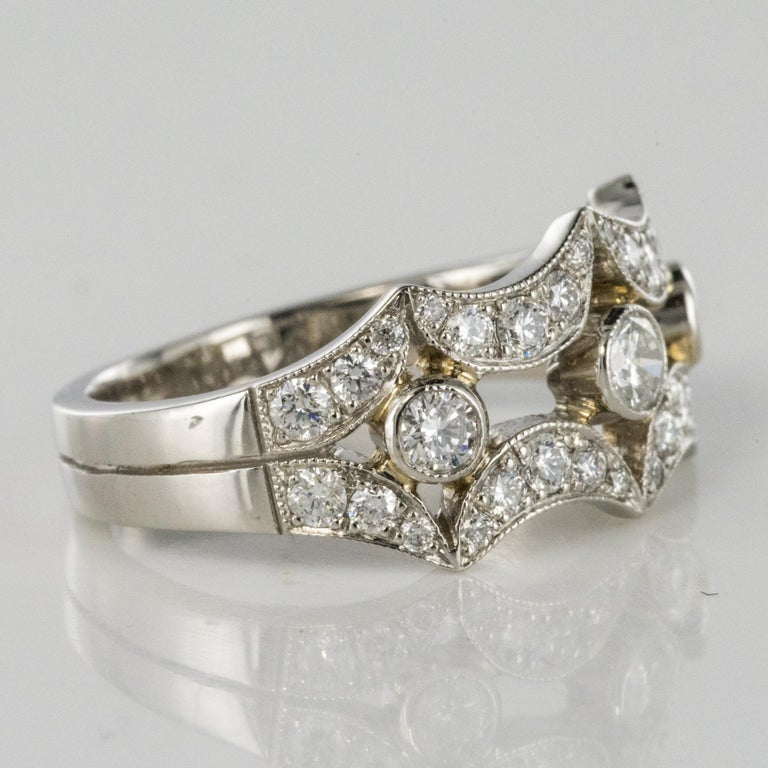 New French 0.90 Carat Diamond Rimmed Platinum Ring For Sale 1