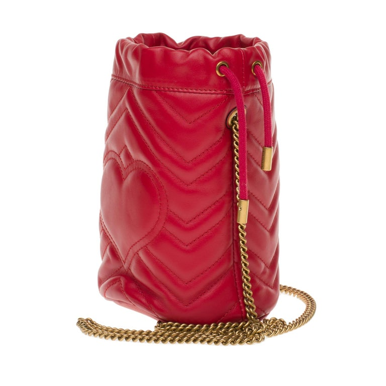 New GUCCI mini bucket bag GG Marmont in red quilted leather with chevrons In New Condition For Sale In Paris, Paris
