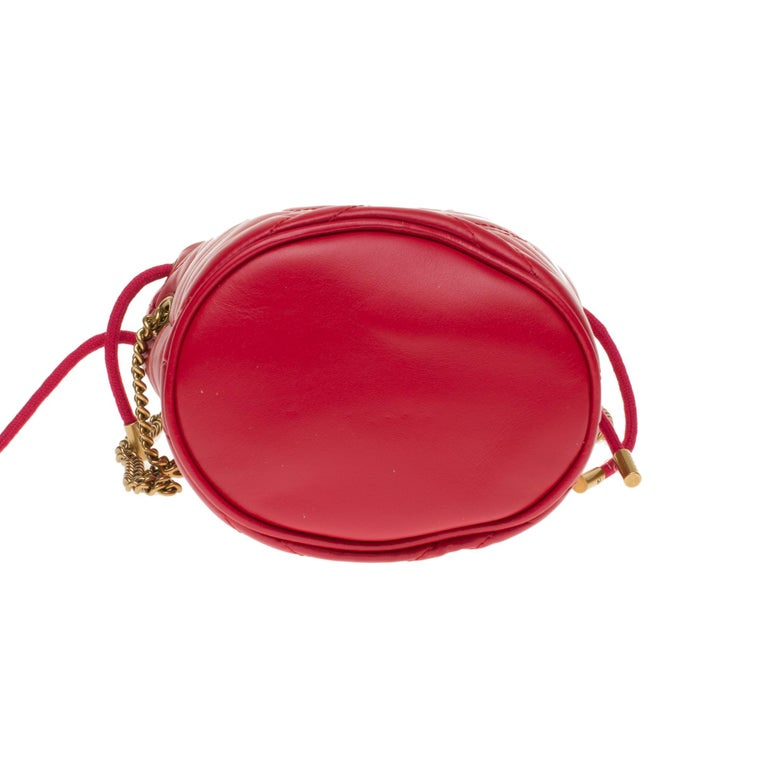 New GUCCI mini bucket bag GG Marmont in red quilted leather with chevrons For Sale 3