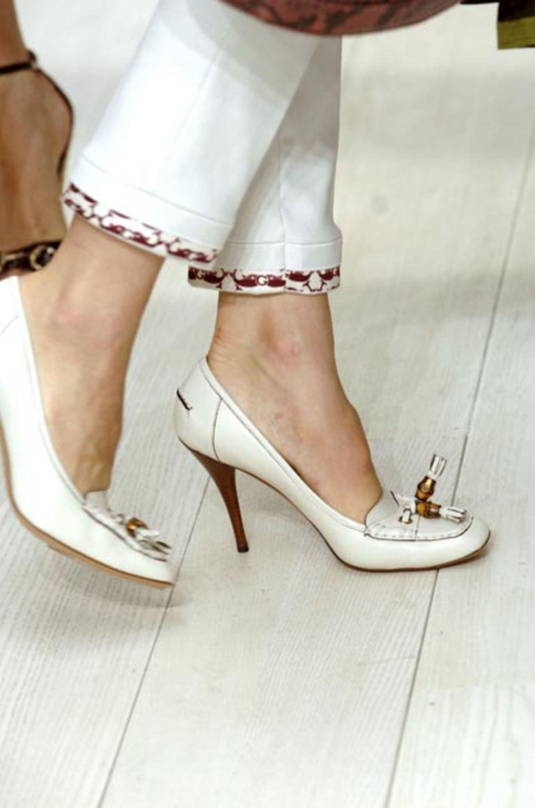 New Gucci Resort 2007 Winter White Leather Bamboo Tassel Heels Pumps Sz 7.5 For Sale 4