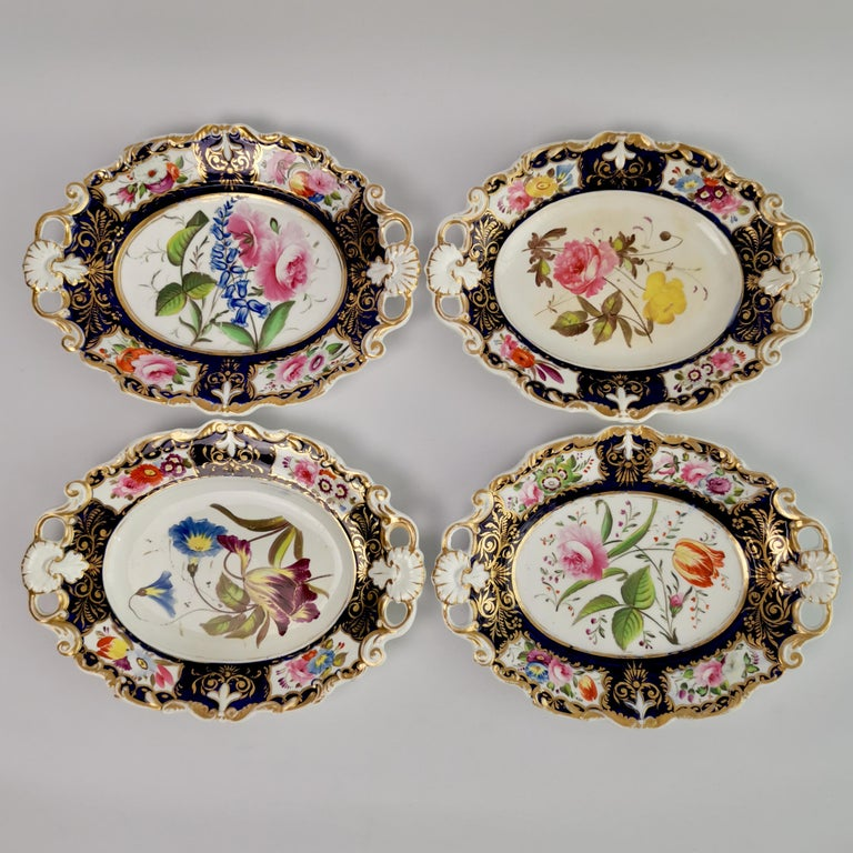 New Hall Porcelain Dessert Service, Cobalt Blue with Flowers, Regency 1824-1830 In Good Condition In London, GB