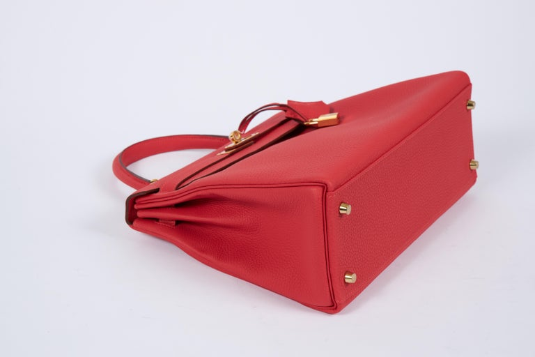 New Hermès Rouge Pivoine Togo 32cm Kelly Bag in Box In New Condition In West Hollywood, CA