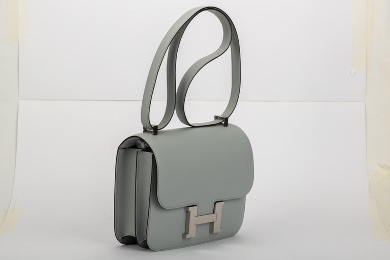 Amazing brand new in box constance 24 cm in gris mouette (medium grey) epsom leather and palladium hardware. Plastic on hardware. Shoulder drop 9.5/18. Comes with dustcover, booklet, box, ribbon and shopping bag.
