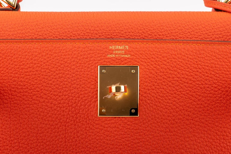 New in Box Hermes Kelly 28cm Feu Togo Gold Bag For Sale 2