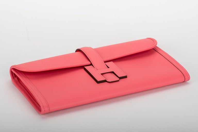 New in Box Hermes Rare Rose Azalee Jige Elan Clutch In New Condition For Sale In West Hollywood, CA