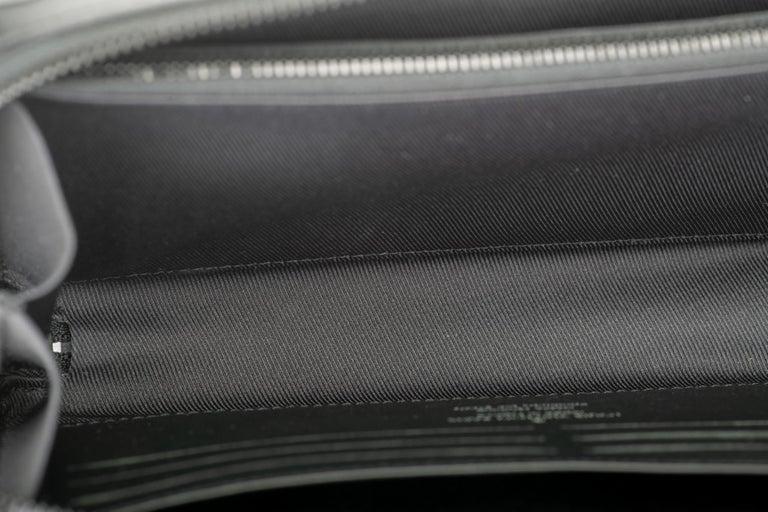 New in Box Louis Vuitton Runway SS 2020 Velvet Clutch Bag For Sale 6