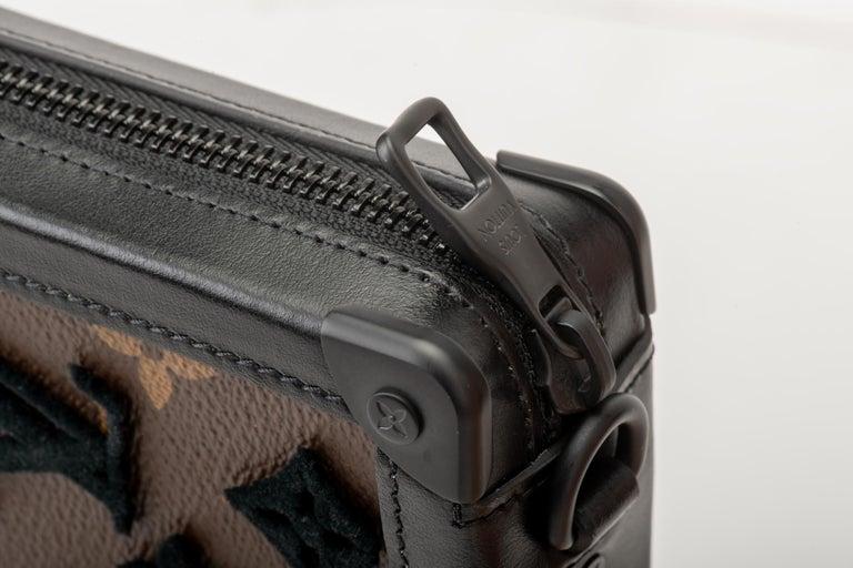 New in Box Louis Vuitton Runway SS 2020 Velvet Clutch Bag For Sale 2