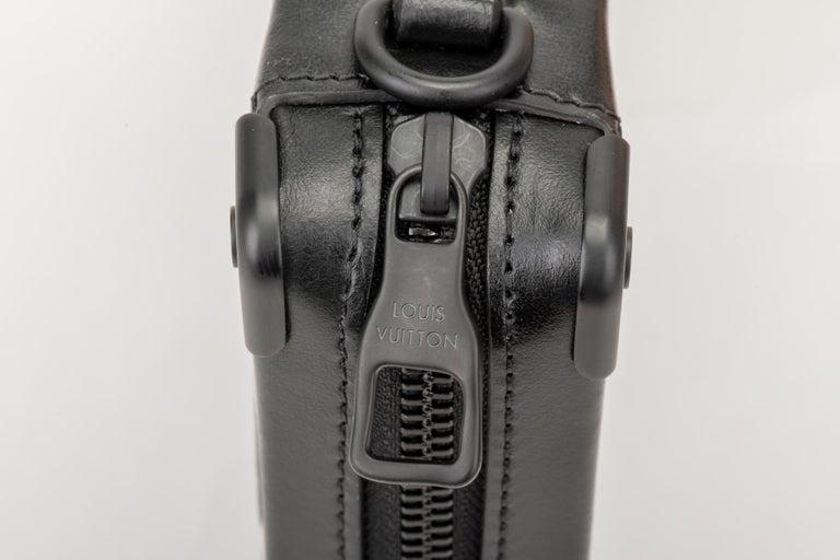 New in Box Louis Vuitton Runway SS 2020 Velvet Clutch Bag For Sale 3