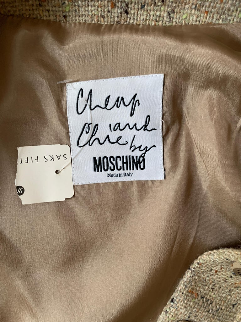 New Moschino Cheap & Chic 1990s Oatmeal Tweed Skirt Suit with Heart Buttons For Sale 7