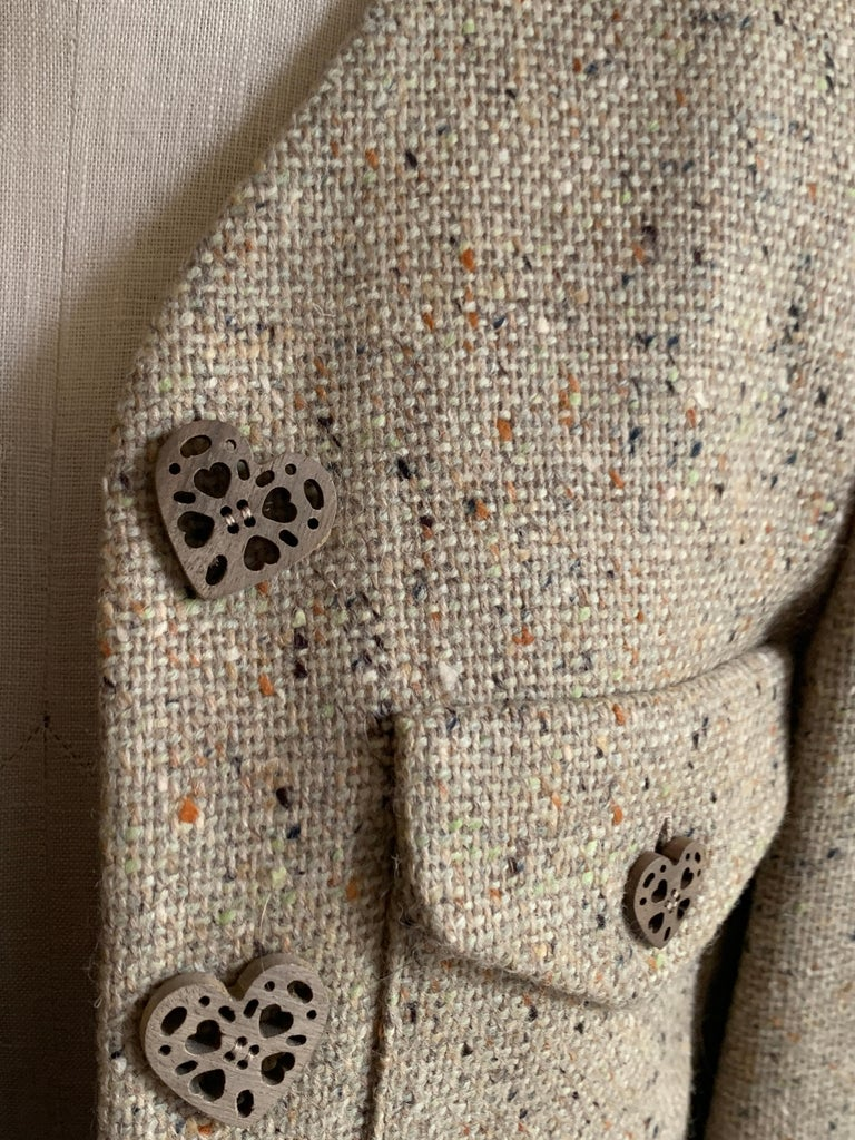 New Moschino Cheap & Chic 1990s Oatmeal Tweed Skirt Suit with Heart Buttons For Sale 3