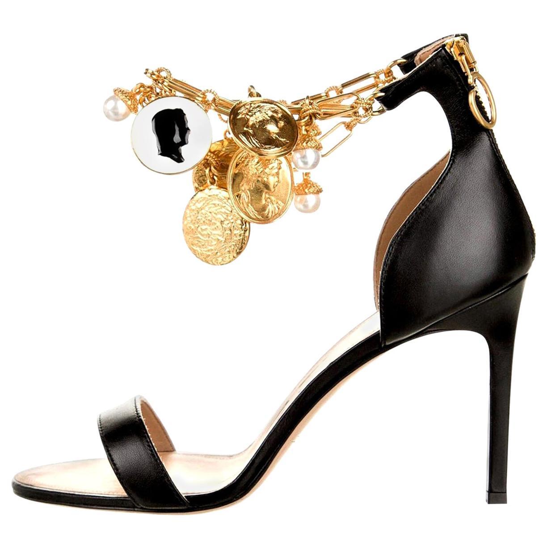 New Oscar De La Renta 2019 Gold and Black Runway Coin Heel Pumps Size 36 $1595