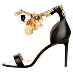 New Oscar De La Renta 2019 Gold and Black Runway Coin Heel Pumps Size 37 $1595
