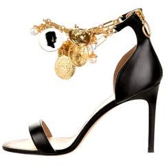 New Oscar De La Renta 2019 Gold and Black Runway Coin Heel Pumps Size 39 $1595
